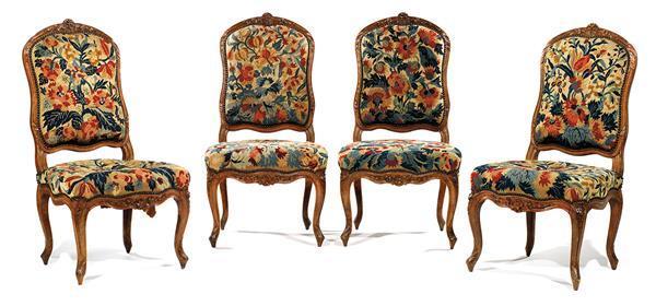 suite de quatre chaises en noyer sculpt d cor de lianes f. Black Bedroom Furniture Sets. Home Design Ideas