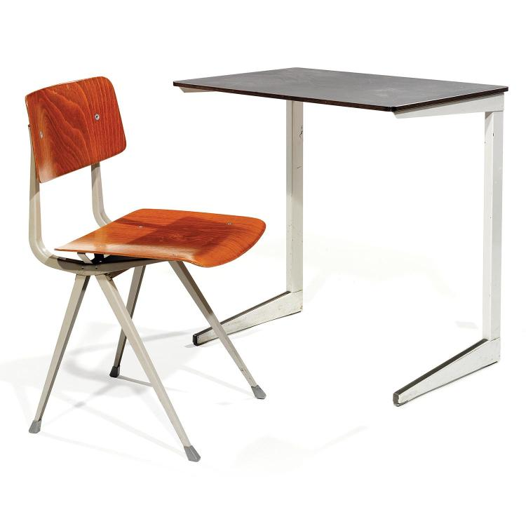 FRISO KRAMER (NÉ EN 1922) & AHREND DE CIRKEL (ÉDITEUR)Petit bureau à structure géométrique, 1968, en métal laqué gris, plateau recta...