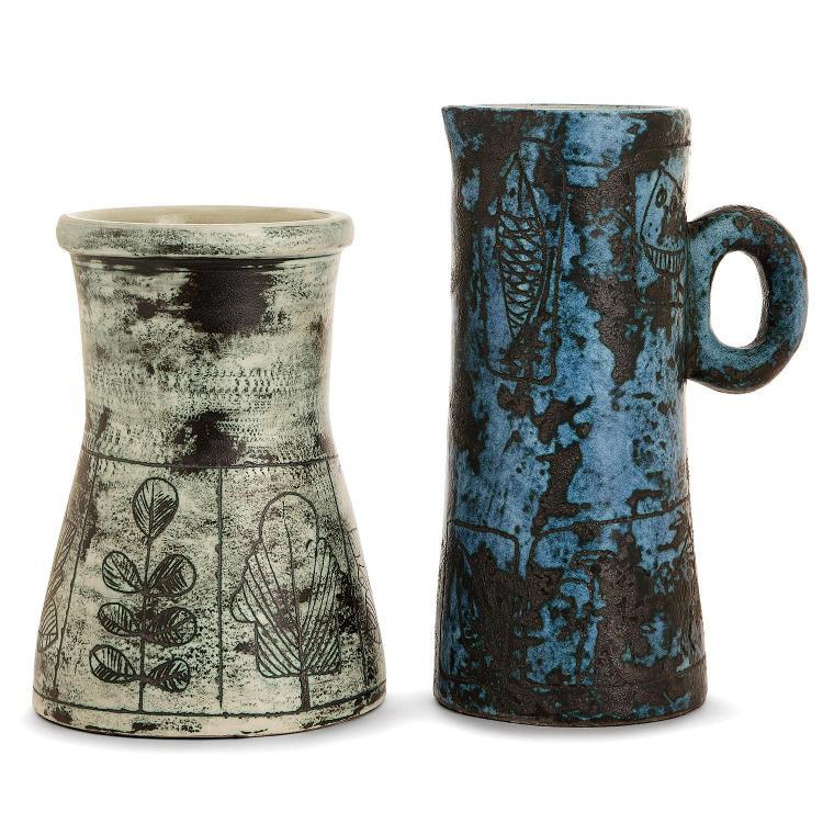 JACQUES BLIN (1920-1995)Suite de deux pièces en faïence: un vase tronconique à décor incisé d'une frise de feuilles, émaux verts ess...
