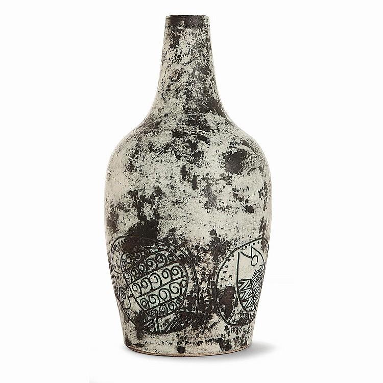 JACQUES BLIN (1920-1995) Pied de lampe balustre en faïence, décor incisé d'une frise de poissons et tortues, émaux verts essuyés,...