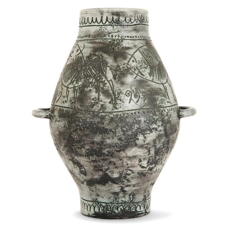 JACQUES BLIN (1920-1995) Vase ovoïde en faïence, prises annulaires sur le corps, décor incisé d'une frise d'animaux stylisés, émau...