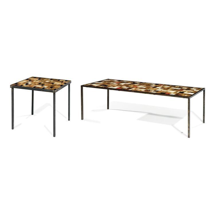 MADO JOLAIN (NÉE EN 1921) Suite de deux tables basses à piétement métallique, l'une à patine noire, l'autre rousse, plateau formé...