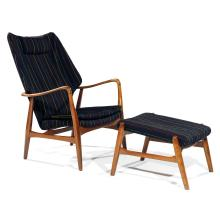 BJARNE MADSEN & HANS THYGE SCHUBELL (XXe)Grand fauteuil et son ottoman à structure squelette souple en frêne verni, piétement forman...