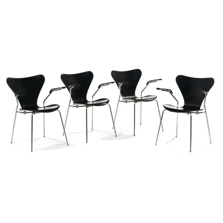 ARNE JACOBSEN (1902-1971) & FRITZ HANSEN (ÉDITEUR)Suite de quatre fauteuils