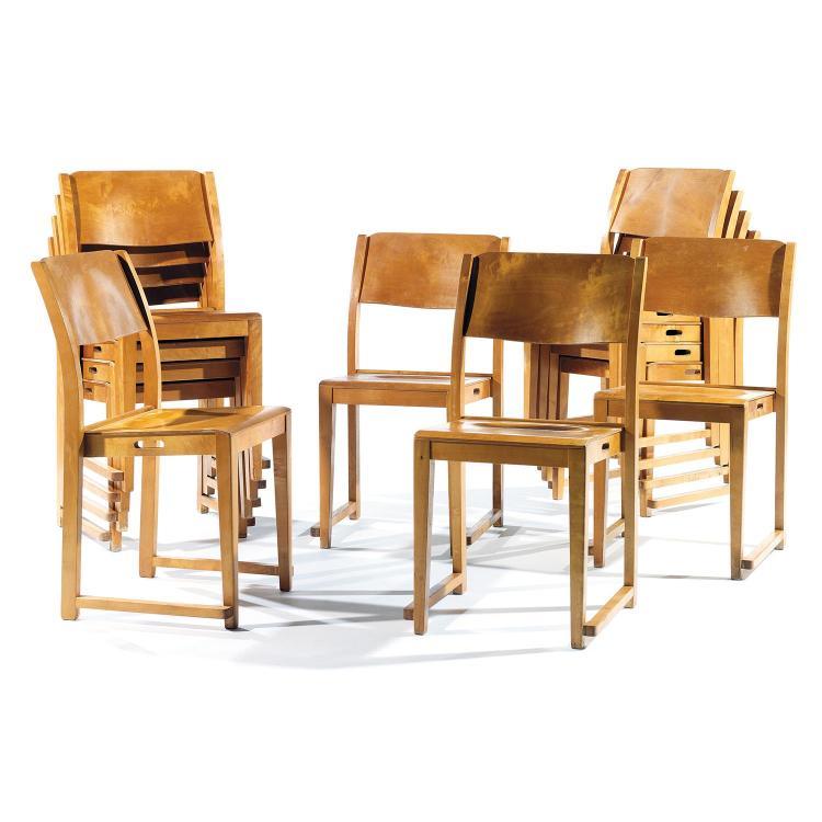 SVEN MARKELIUS (1889-1972) & BODAFORS (ÉDITEUR)Suite de douze chaises empilables
