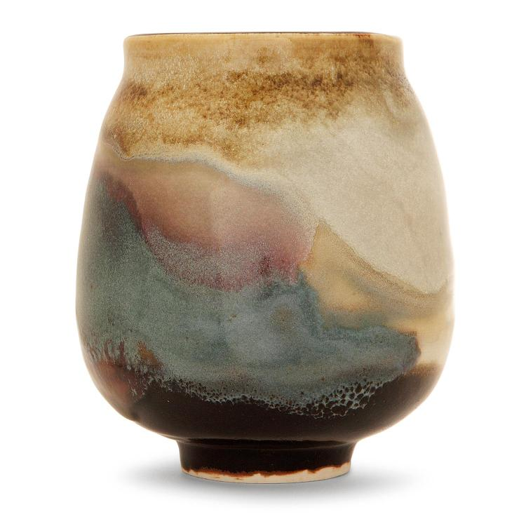 RENÉ BEN LISA (1926-1995) Vase tronconique en grès, coulures d''émaux bleu gris, beiges et verts sur fond jaspé gris vert. Signatur...