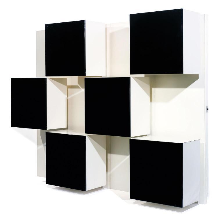 ROBERTO MONSANI (NÉ EN 1929) & ACERBIS (ÉDITEUR)Meuble bibliothèque, création 1970, composé de quatre panneaux muraux en bois laqué ...