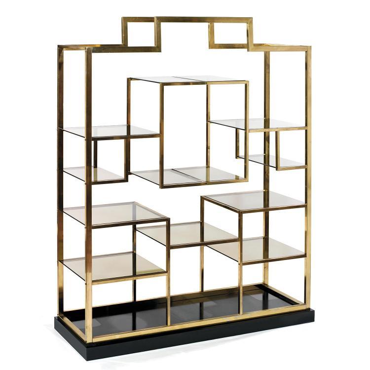 KIM MOLTZER (NÉ EN 1938)Grande bibliothèque, circa 1960, à structure architecture en métal doré pouvant accueillir de nombreuses tab...