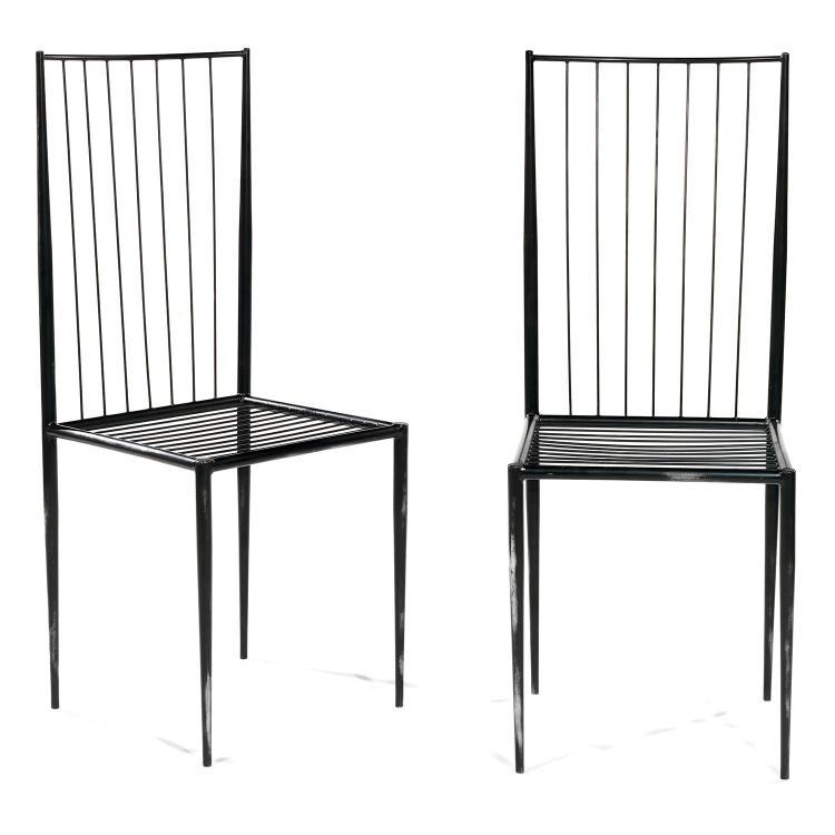 TOUPLAS PHILOLAOS (1923-2010)Paire de chaises à structure métallique fuselée, patine noire et anthracite, assise et dossier tendus d...