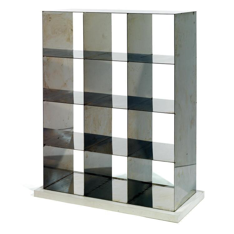 ETTORE SOTTSASS (1917-2007) & OAK DESIGN (ÉDITEUR)Bibliothèque, pièce unique, à structure formée de panneaux d''acier formant douze c...