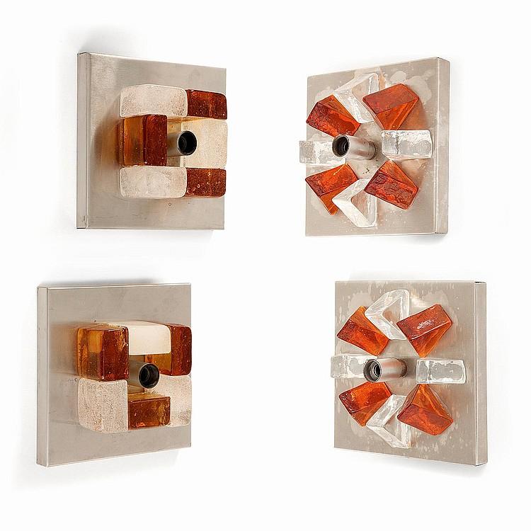 ANGELO BROTTO (1914-2002) Suite de deux paires d'appliques murales, composition architecturale centrale en verre translucide ou am...
