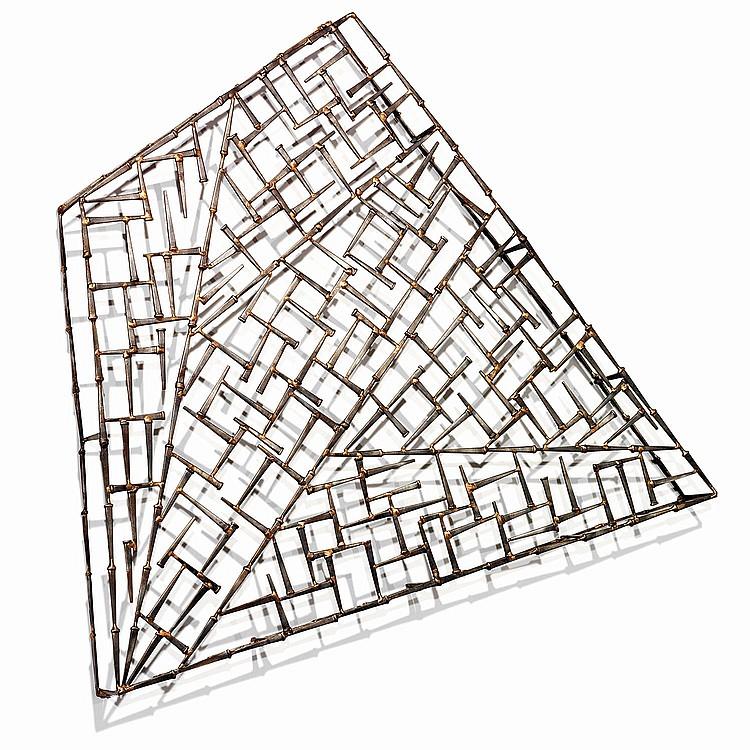 MARC CREATES (XXe) Sculpture murale formant architecture, composition géométrique formée de lames d'épée unitaires en acier patiné...