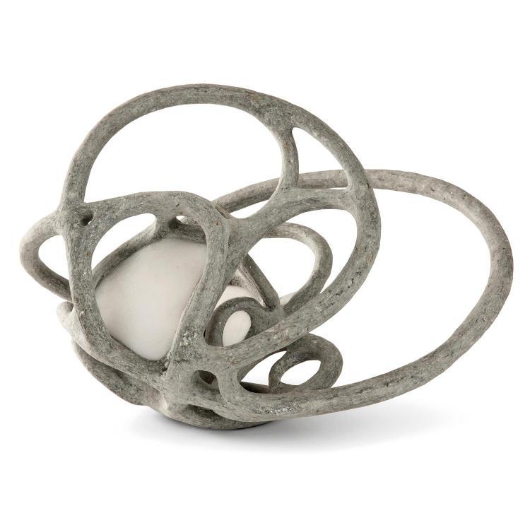 ALDO GIOVANNINI (NÉ EN 1967) & ALKREADO (ÉDITEUR) Lampe sculpture formant entrelacs gris, âme en métal, résine, sable et poussière...
