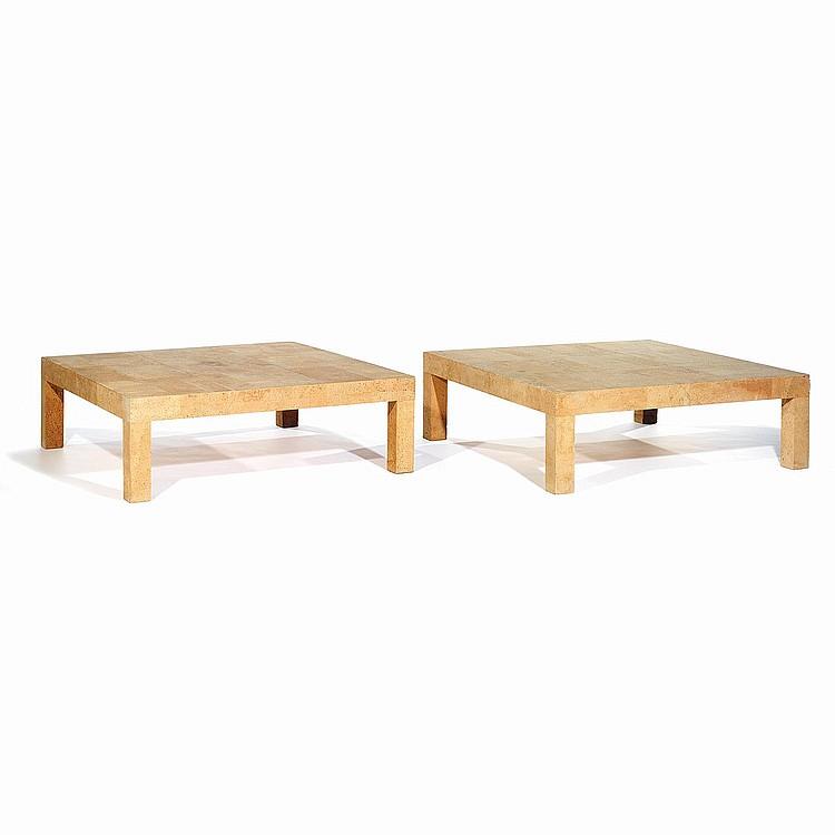 INGO MAURER (NÉ EN 1932) Paire de tables basses carrées à structure en bois recouverte de plaques de liège. Cachet d'éditeur. A...