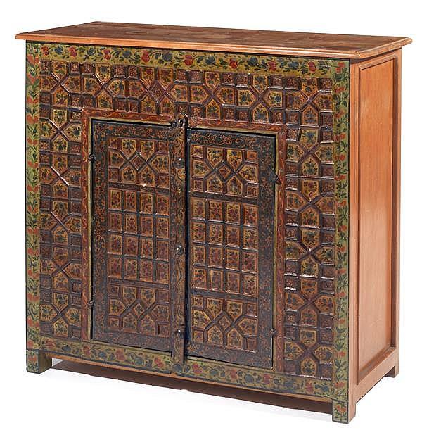 Petit meuble bas q j r la fa ade en bois peint d cor de fl for Petit meuble bois brut