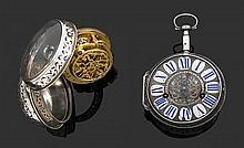 GAUDRON à Paris VERS 1710 Montre oignon avec alarme époque Louis XIV en argent avec boîtier lisse orné d'un décor de rinceaux percés