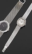 VACHERON CONSTANTIN Montre bracelet de dame en or gris avec boîtier tonneau et lunette sertie de diamants. Cadran argenté avec index...