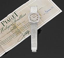 PIAGET Réf. 9581 VERS 1969 Montre bracelet en or gris décoré d'un motif pointe de diamant sur le cadran, le boîtier, la tranche et l...