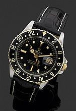 ROLEX GMT Réf. 1675, VERS 1970 Montre bracelet avec boîtier en acier et lunette or jaune. Cadran noir avec index plot dorés, second ...