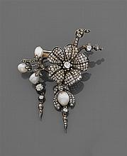Années 1860 Broche bouquet de fleurs Elle est composée d'une églantine et d'un pendentif fuschia pavés de diamants taille brillant (TA)