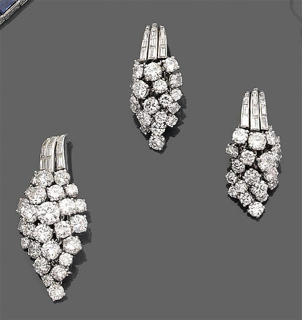 Demi-parure en platine et or gris, composée d'une broche et d'une paire de clips d'oreilles, en forme de corne d'abondance serties d...