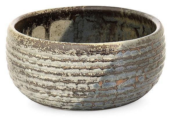 PAUL JEANNENEY, pseudonyme de PAUL LOEWENGUTH (1861-1920) A stoneware bowl. Carved signature. Height. 2 5/8 IN. - Diam. 5 7/8 in.