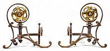 TRAVAIL ANGLAIS Paire de chenets, circa 1880, piétement en fer forgé patiné, formant à l'avant composition de grandes volutes se ter...