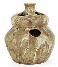Théo PERROT (1856-1942) Vase bouteille bilobé en grès, à col ourlé, corps animé au sommet de chaque partie galbée de trois ouverture...