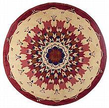 Paule Leleu (1907-1987) Tapis circulaire à points noués haute laine, circa 1940, à décor de frises concentriques de tulipes, centre ...