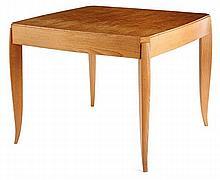 Émile-Jacques RUHLMANN (1879-1933) Table à jeux, pouvant former guéridon, en frêne et placage de chêne, piétement quadripode sable g...