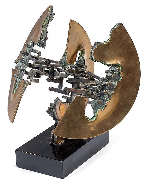 Enrique BROGLIA (Né en 1942) Sculpture en bronze à double patine doré et vert de gris, présentant un éclatement nucléaire stylisé