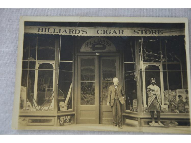 CIGAR STORE WOOD CARVED INDIAN HILLIARDS CIGAR STORE STAR TOBACCO PHOTOGRAPH.