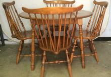 Lot 5 Wooden WIndsor Dining Table & Chairs Set