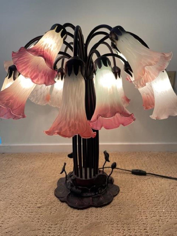 Tiffany Style Angels Trumpet Lamp