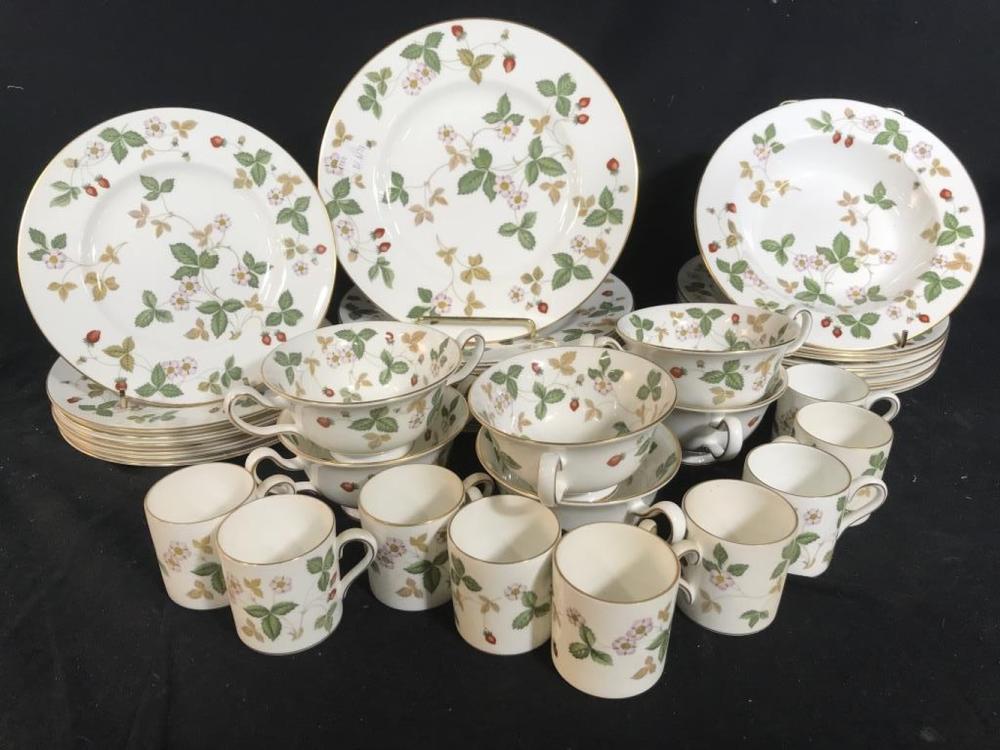 WEDGWOOD Wild Strawberry Porcelain Settings