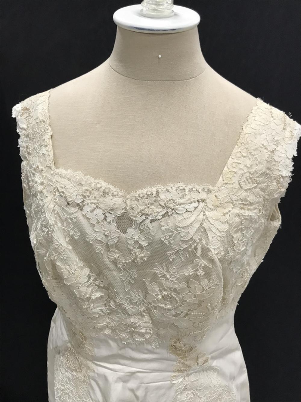 VINTAGE BERGDORF GOODMAN WEDDING DRESS &TRAIN