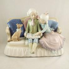 Lladro- 2 People Sitting on Settee Reading w/Dog #5229  8