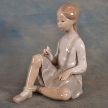 Lladro Figure - Girl w/Flowers