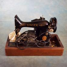 Vintage Singer Model 99, 3/4 Size Sewing Machine in Case