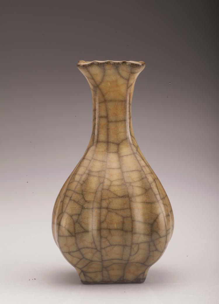 Ge Type Flower Edge Porcelain Vase