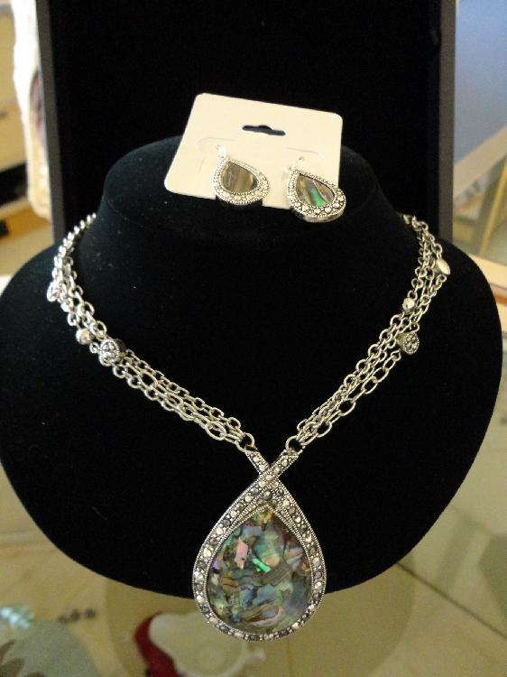 Womens Fashion Earrings & Necklace Set