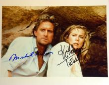 MICHAEL DOUGLAS & KATHLEEN TURNER - Photo Signed