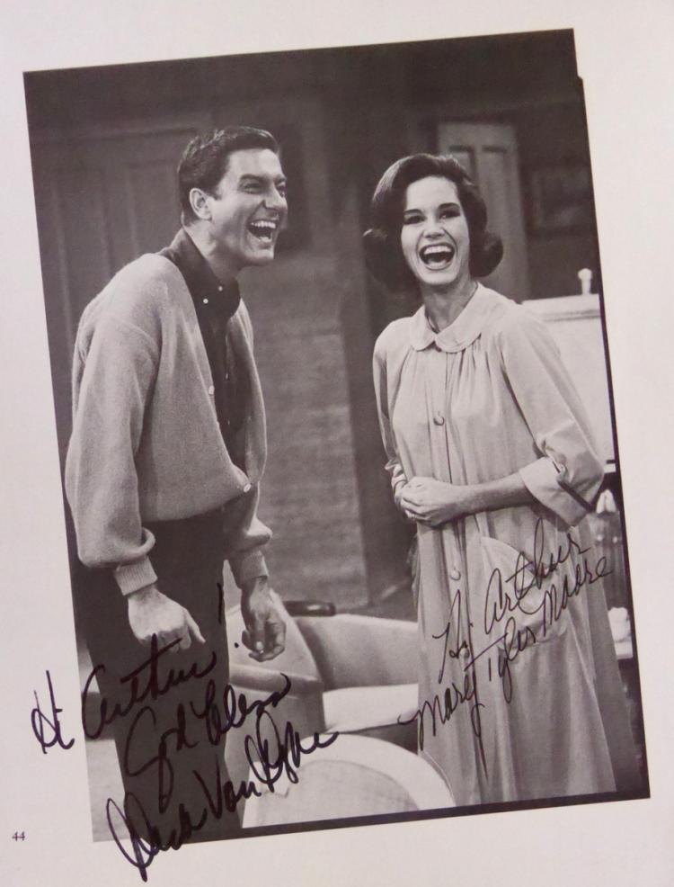 DICK VAN DYKE SHOW - Photo Signed DICK & MARY TYLER MOORE