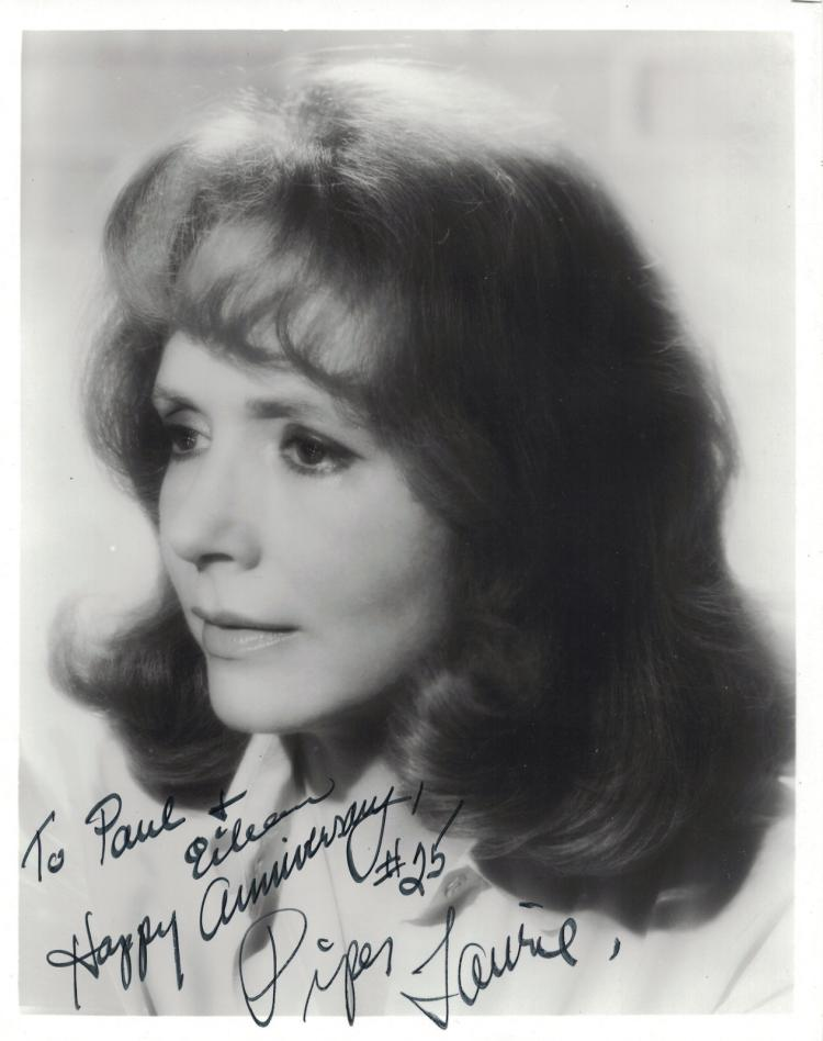 Actress PIPER LAURIE - Photo Signed