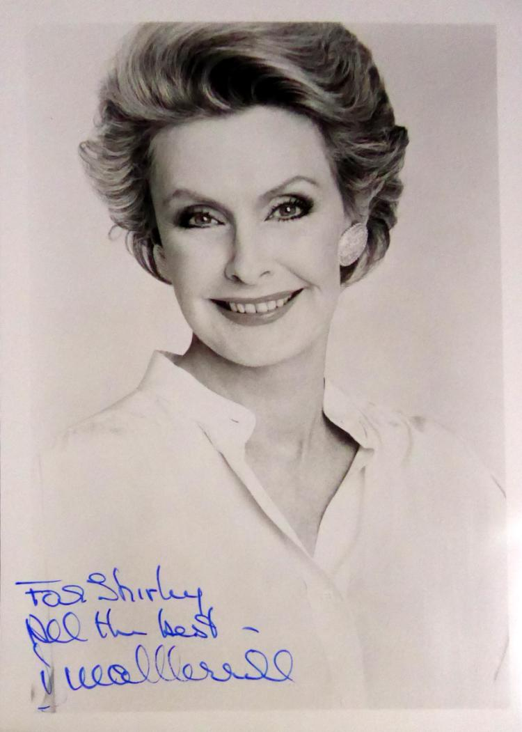 Actress DINA MERRILL - Photo Signed