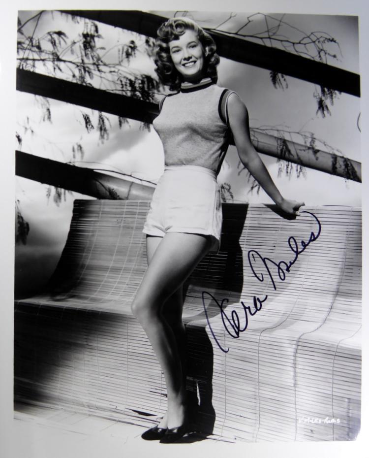 Actress VERA MILES - Photo Signed