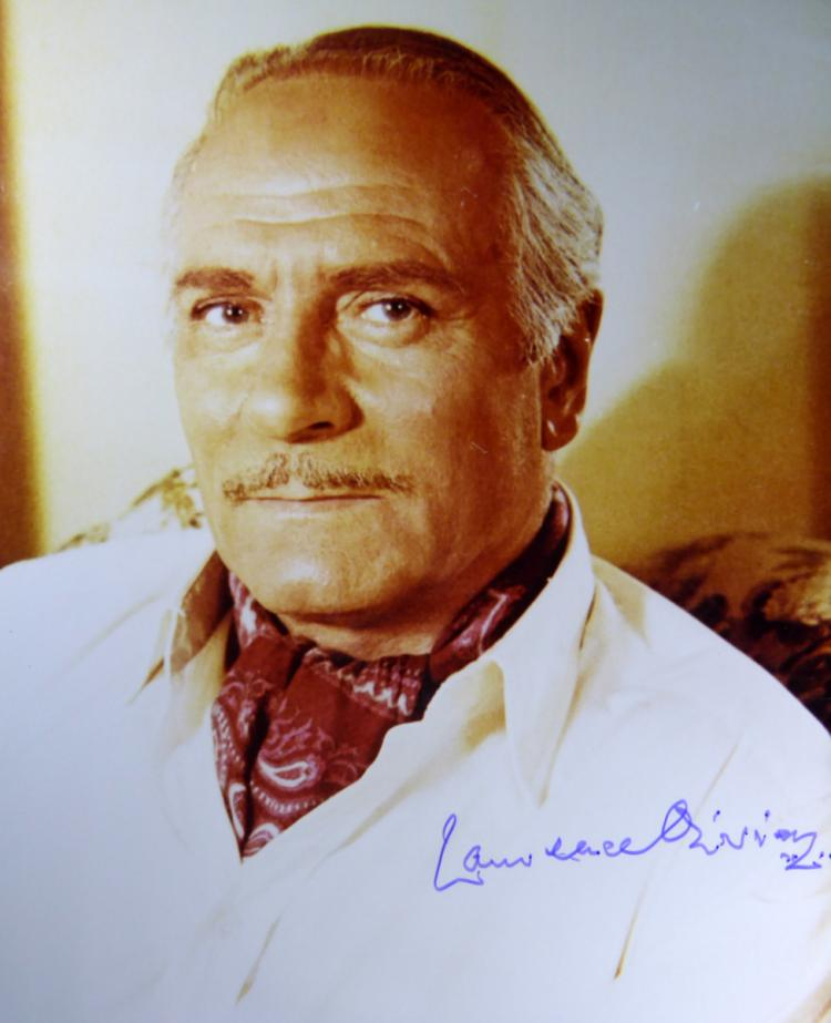 British Actor LAURENCE OLIVIER - Photo Signed