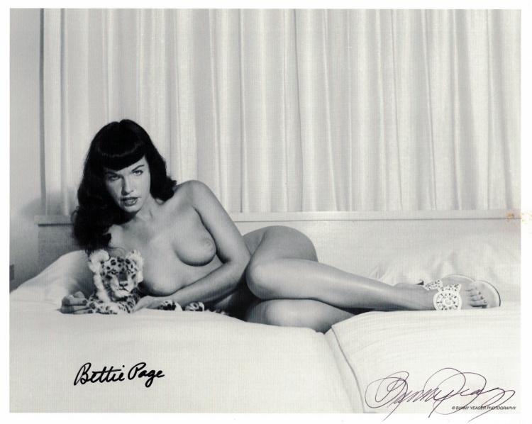 Model BETTIE PAGE - Nude Photo Signed also BUNNY YEAGER