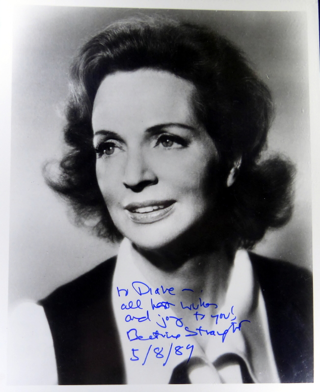 Actress BEATRICE STRAIGHT - Photo Signed