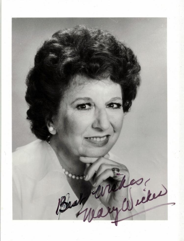 Actress MARY WICKES - Photo Signed